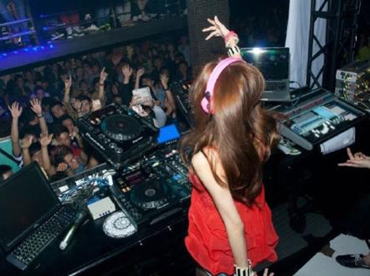 最新DJ·伤感专辑《都是你的错·今晚的忧伤·不醉不归》,车载舞曲大碟!